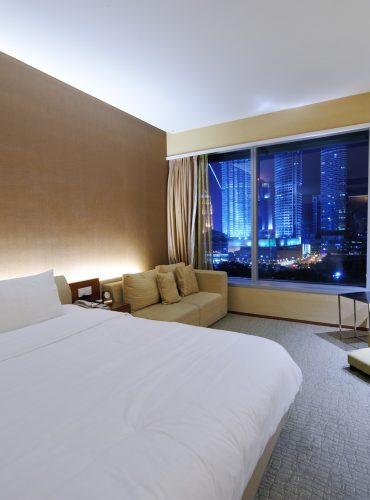 luxurious-hotel-room.jpg